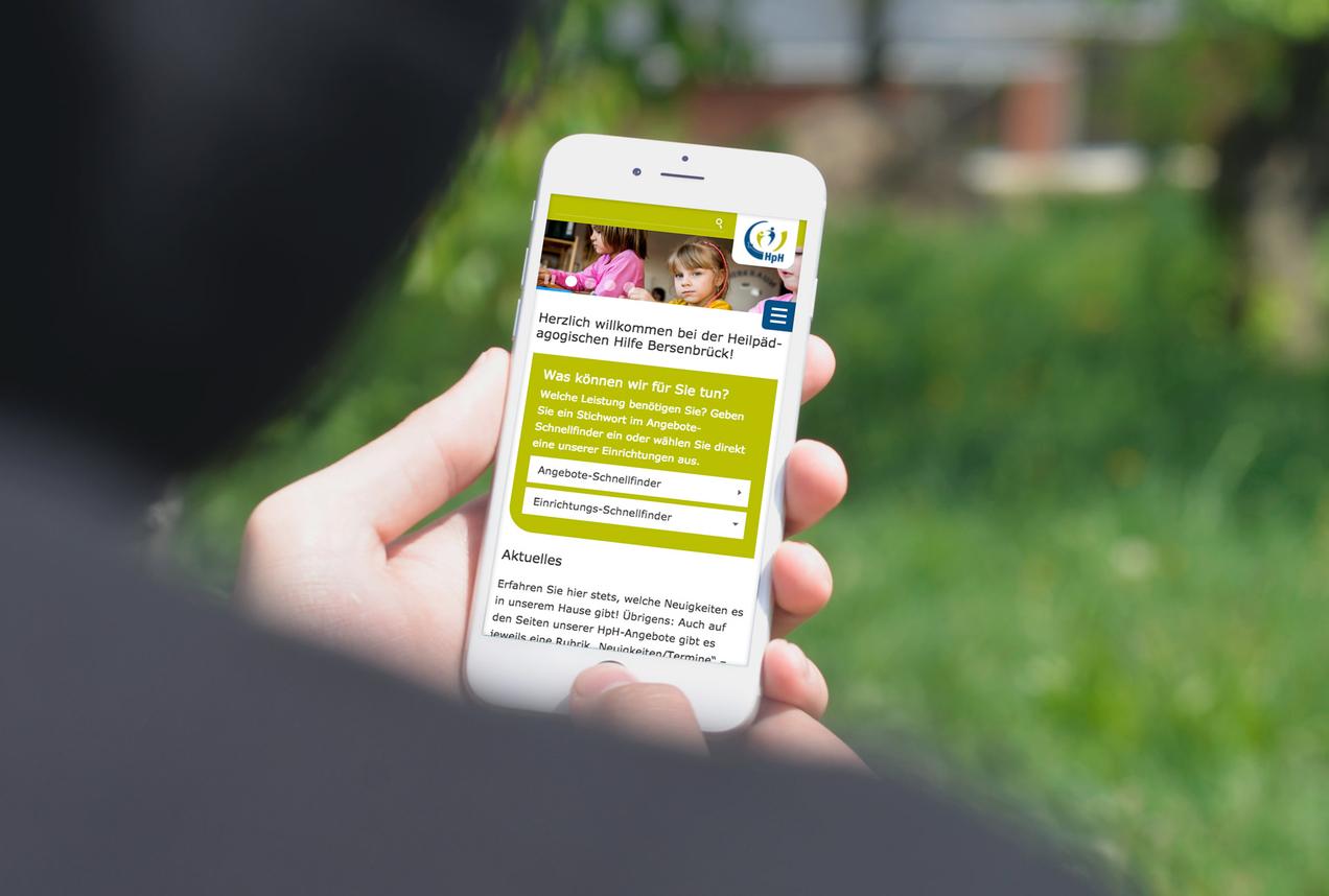 Mobilansicht der Website auf einem Smartphone