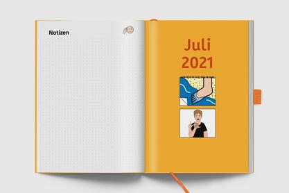 Deckblätter künden den neuen Monatsabschnitt an – in Schrift, Gebärde und als Metacom Symbol.